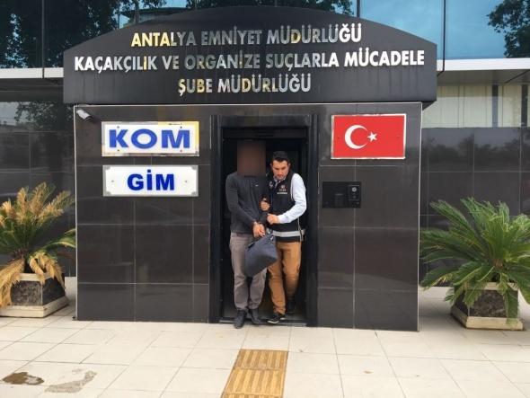Antalya'da yakalandı! Üzerinden çıkanlar...
