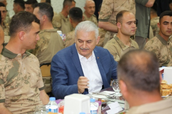 Başbakan Yıldırım, Afrin kahramanlarıyla iftar yaptı