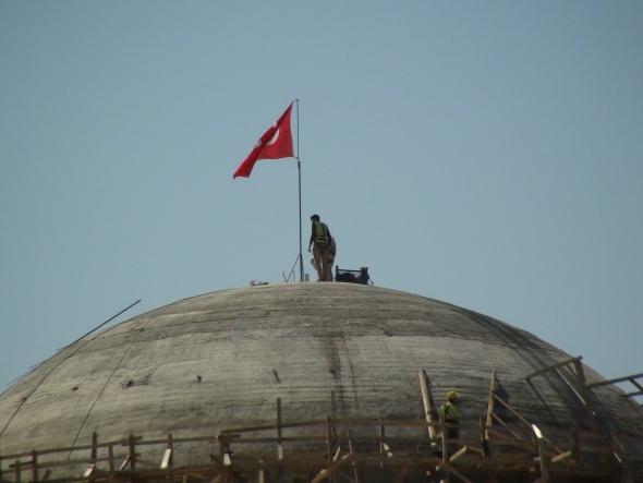 Ve bugün bayrak asıldı! Her gün yükseliyor...