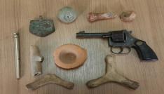 Tarihi eser operasyonunda suikast tipi kalem tabanca ele geçirildi