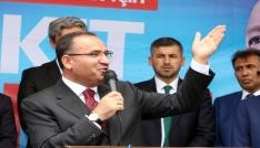 Başbakan Yardımcısı Bozdağ, Milletin gözünü boyamak için kılıktan kılığa giriyorlar