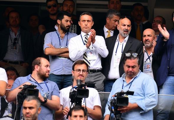 Fenerbahçe Kongresi'nde gerginlik