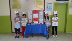 Öğrenciler okul harçlıklarını Kızılaya bağışladı
