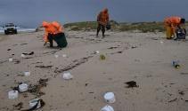 Avustralya'da konteyner yüzünden kıyıya atıklar vurdu