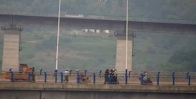 Çin'de intihar girişimini polis engelledi