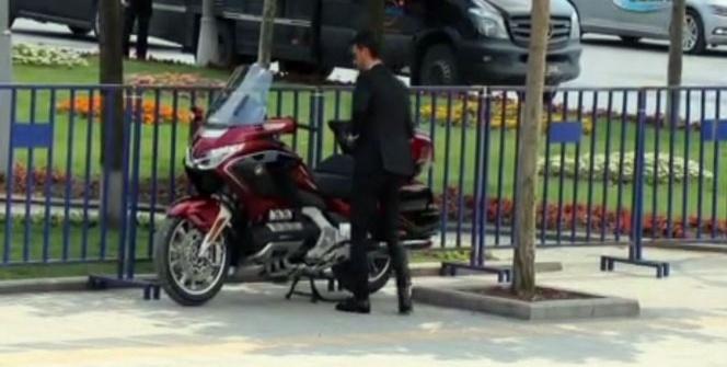 Kenan Sofuoğlu, miting alanına lüks motosikletiyle geldi