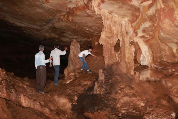 3 arkadaş bugüne kadar girilemeyen mağaraya girdi öyle bir şey keşfettiler ki...