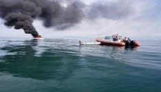 Batan teknedeki 2 kişiyi deniz polisi kurtardı