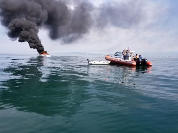 Denizde can pazarı! Alev alev yandı