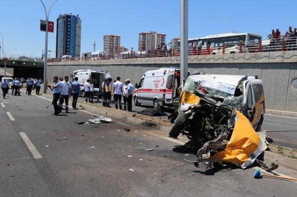 Diyarbakır'da feci kaza! Öü ve yaralılar var...
