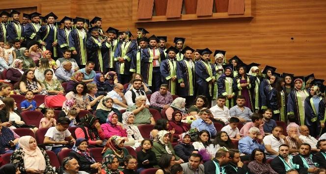 Başkan Büyükkılıç, üniversitelilerin mezuniyet sevincine ortak oldu