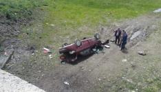 Gölede otomobil şarampole devrildi: 1 ölü, 2 yaralı