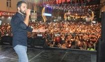 Sanatçı Yusuf Güney Hakkari'de konser verdi
