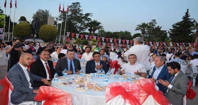 Aliağa'da MHP'den bin 500 kişiye iftar