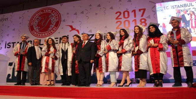 İstanbul Yeni Yüzyıl Üniversitesi'nde mezuniyet coşkusu
