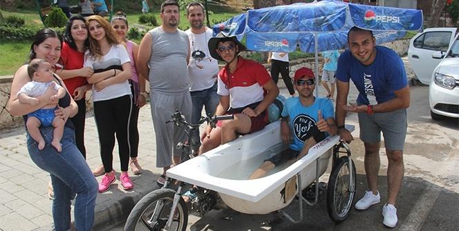 Adanalı gençler serinlemek için 'motoküvet' yaptı