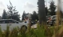 AVM'den çıktı gördüğü şey çıldırttı, kendi arabasına saldırdı