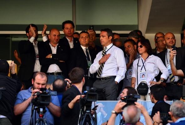Fenerbahçe, dünyaca ünlü teknik direktörü ikna etti!