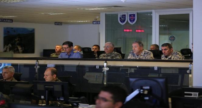 Genelkurmay Başkanı Akar, Irak'ın kuzeyinde yürütülen harekatı takip etti