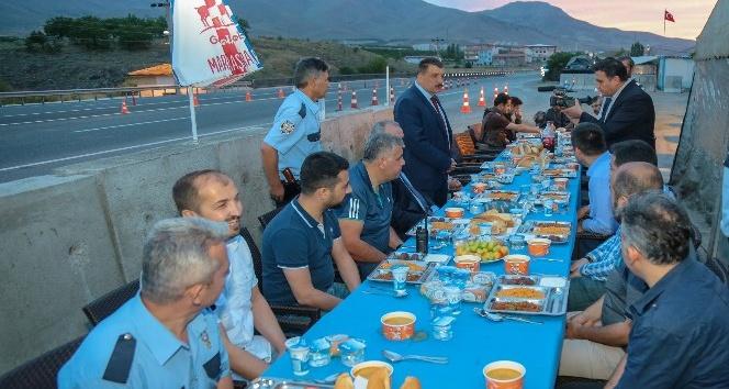 Gürkan, emniyet mensupları ile birlikte iftar yaptı