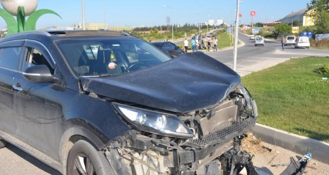 Yolcu midibüsü devrildi: 3 yaralı