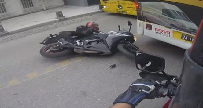 (Özel) İstanbul'da motosikletli kadın sürücü ölümden kıl payı kurtuldu