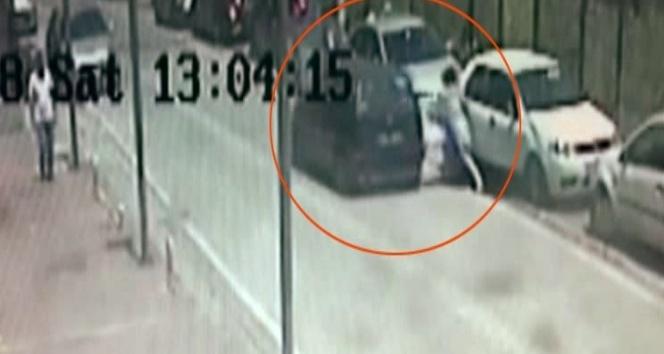 (Özel) Esenyurt'ta genç kadının yaralandığı kapkaç anları kamerada