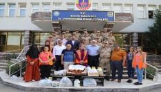 Sınırda görev yapan Mehmetçiğe ev yemeği