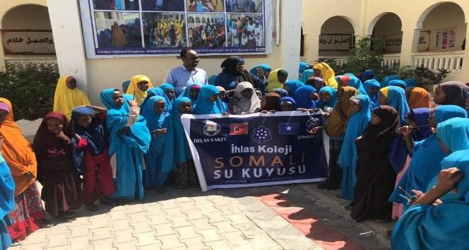 Öğrencilerden Somali'ye su kuyusu