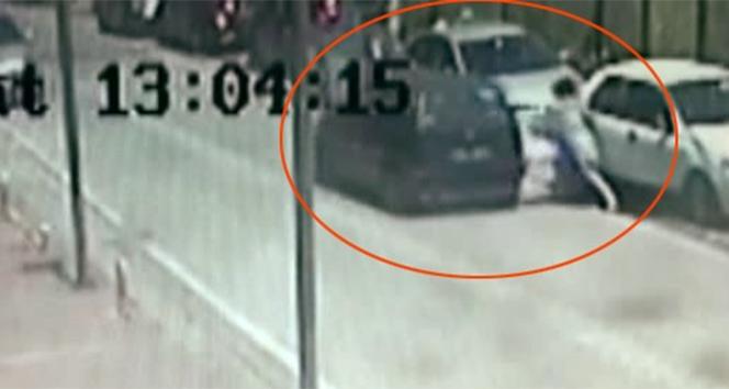 Genç kadının yaralandığı kapkaç anları kamerada