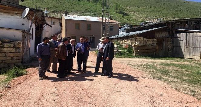 Vali Pehlivan Kopuz ve Hacıoğlu köylerinde asfalt çalışmalarını inceledi