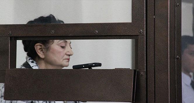 Oğlu gözaltına alınınca polise el bombası atan anne hakim karşısına çıktı