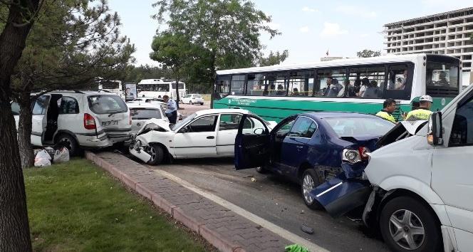 Kayseri'deki zincirleme trafik kazasında 8 araç birbirine girdi