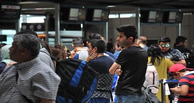 Atatürk Havalimanı'nda bayram yoğunluğu başladı