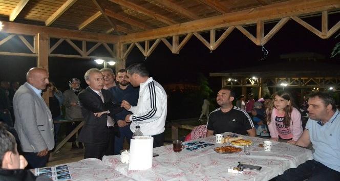 AK Partililere Kestaneci'de sevgi seli