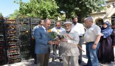 Çorum Belediyesi arife günü 60 bin çiçek dağıtacak