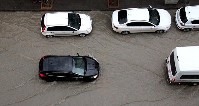 İskenderunda sağanak yağış