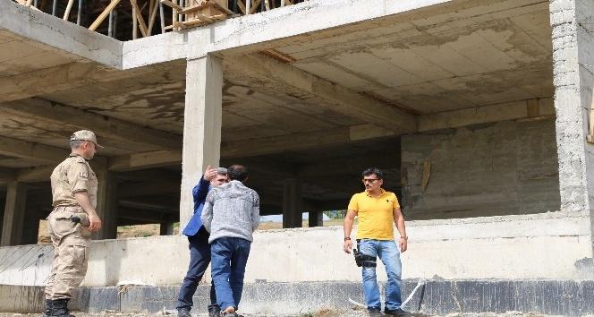 Kaymakam Çetin'den okul inşaatında inceleme