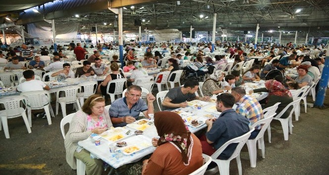 20 bin kişi iftar sofralarında buluştu