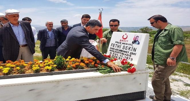 CHP'li Erol, Şehit Sekin'in kabrine gitti: