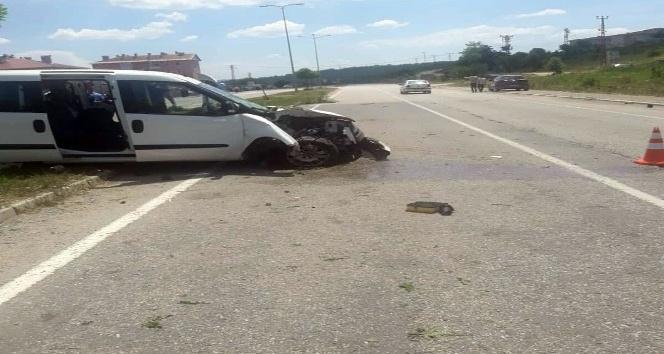 Yoldan çıkan araç devrildi: 4 yaralı