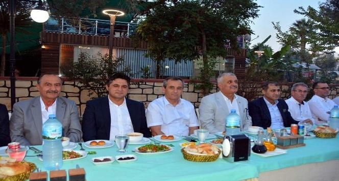 Aliağa'da Cumhur İttifakı iftar sofrasında buluştu