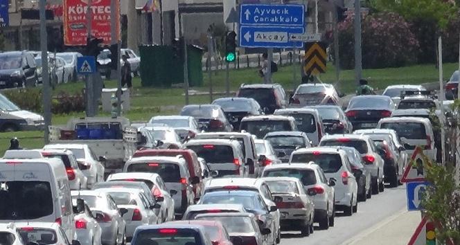 Kuzey Ege'de bayramda trafik yoğunluğu