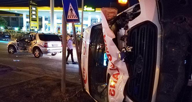 Hatayda ambulansla otomobil çarpıştı: 5 yaralı