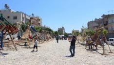 Kiliste çocuklar Suriyeli arkadaşlarıyla birlikte eğleniyor
