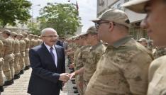 Vali Yaman, asker ve polislerle bayramlaştı