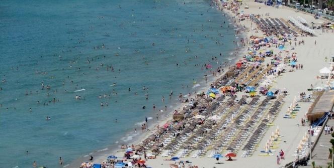Plajlarda adım atacak yer kalmadı!