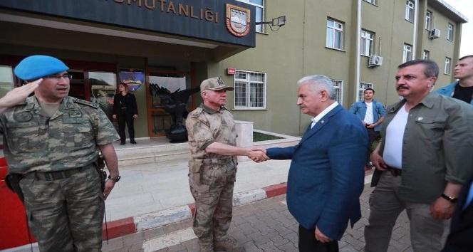 Başbakan Yıldırım Mehmetçikle bayramlaştı