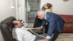 Vali Zorluoğlu ve eşi Sevcan Zorluoğlui, Als hastası Mustafa Çelik ile ailesiyle bayramlaştı