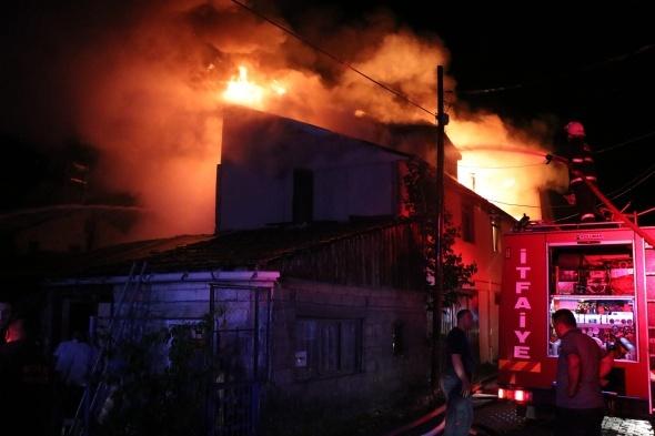 Bolu'da yangın: Alev alev yandı